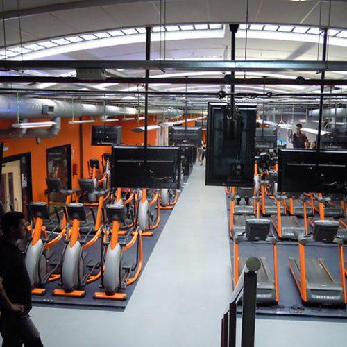obra-de-instalacion-maquinas-de-gimnasio-en-basic-fit