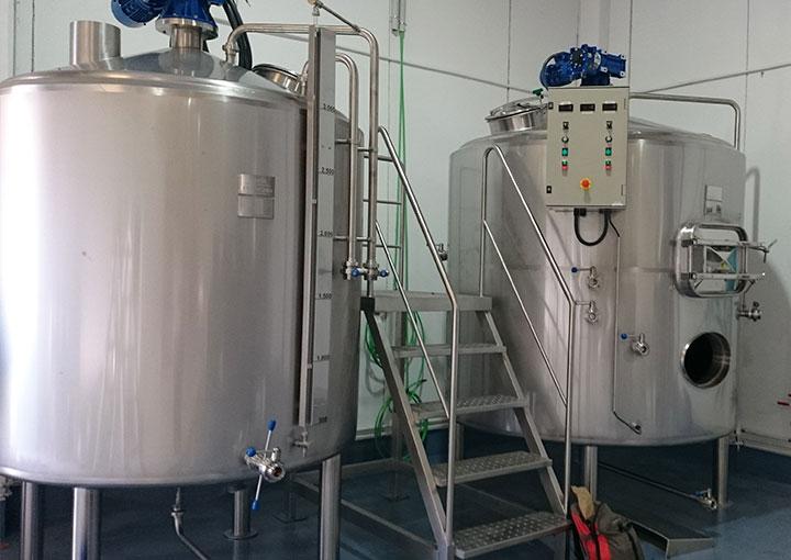 instalacion-de-cuba-de-cerveza-para-fabrica