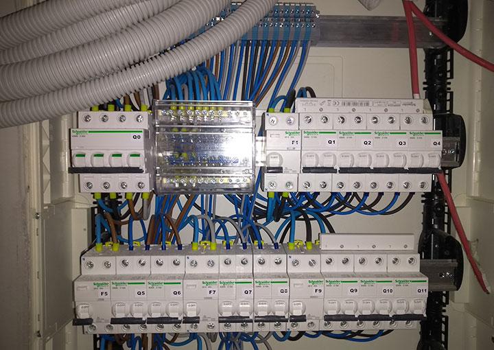 cuadro-electrico-y-luces-proyecto-obra-prevencion-salud